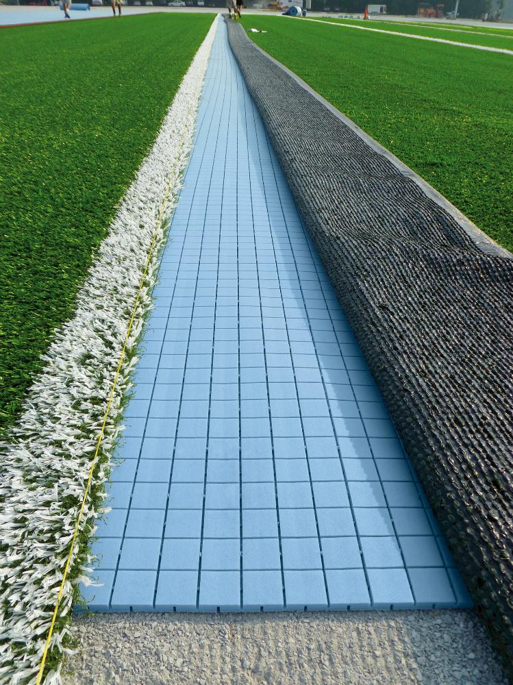 Изкуствена трева с еластична подложка